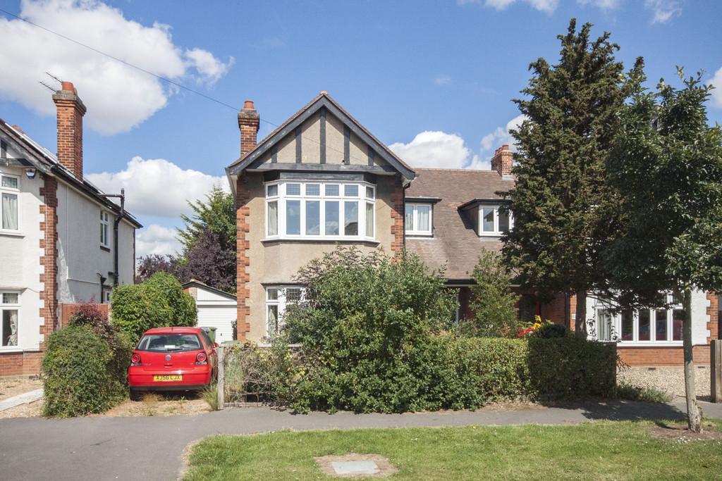 3 Bedrooms Semi Detached House for sale in Hurst Park Avenue, Cambridge