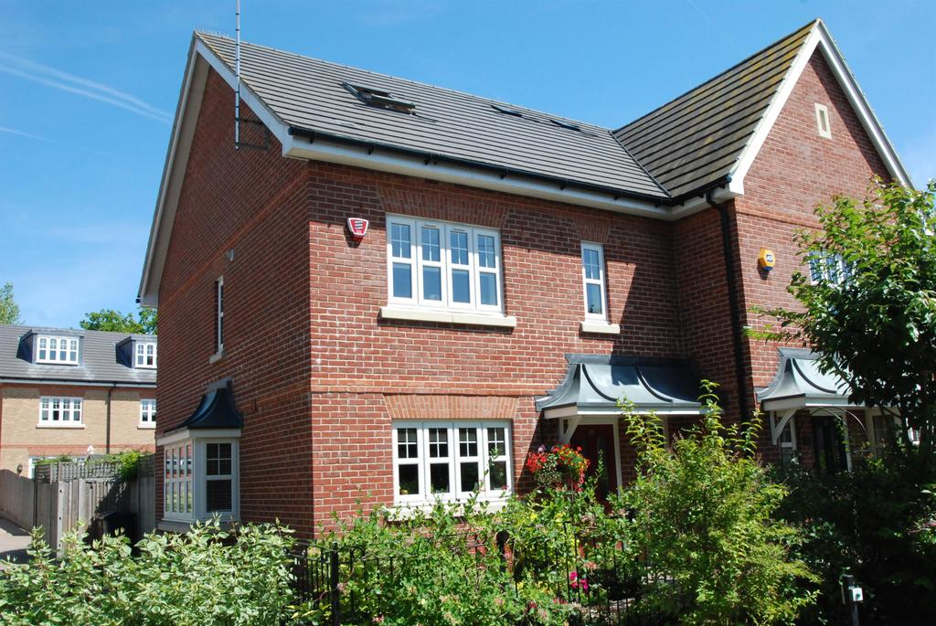 4 Bedrooms Semi Detached House for sale in Aspenden Road, Buntingford, SG9 9FS