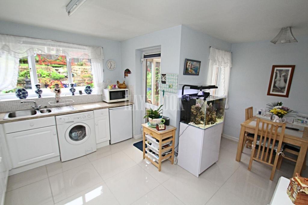 4 Bedrooms Detached House for sale in Haugh Green, Upper Haugh