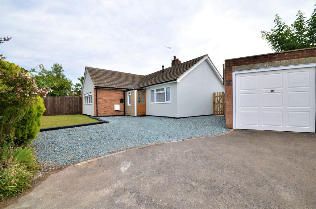 3 Bedrooms Detached Bungalow for sale in Holly Road, Stanway, West Colchester