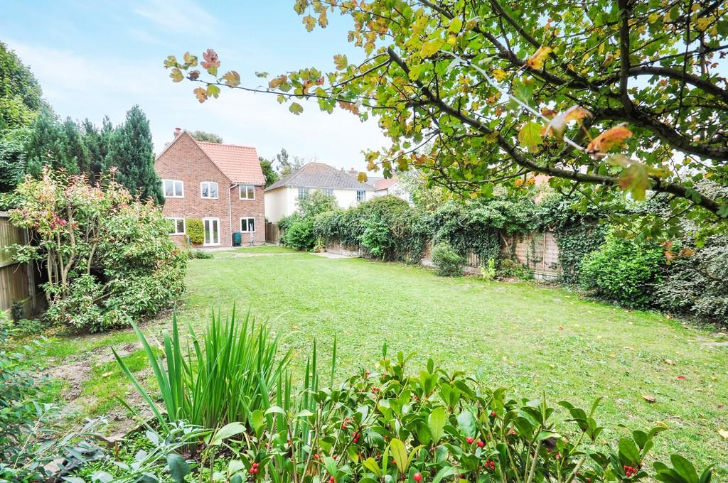 4 Bedrooms Detached House for sale in Wheatlands, Ardleigh, CO7 7RS