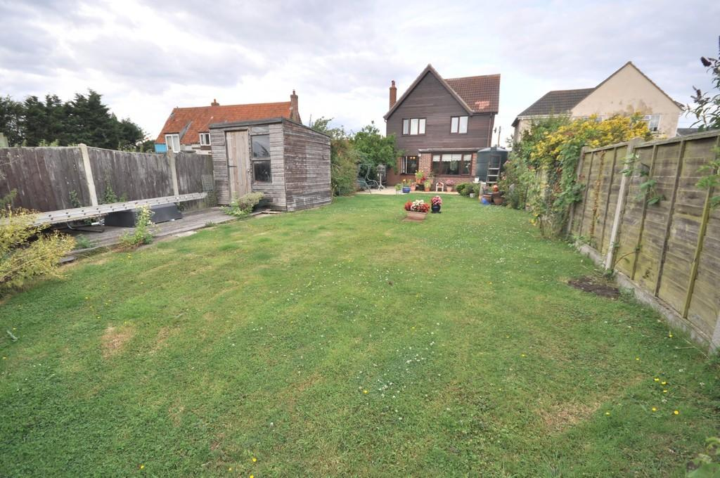 4 Bedrooms Detached House for sale in Thorpe-le-Soken, Clacton-on-Sea, CO16 0AA
