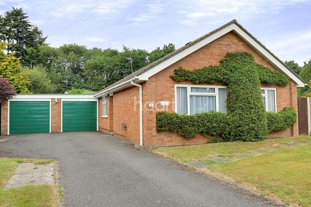 3 Bedrooms Bungalow for sale in Waggoners Way, Grayshott