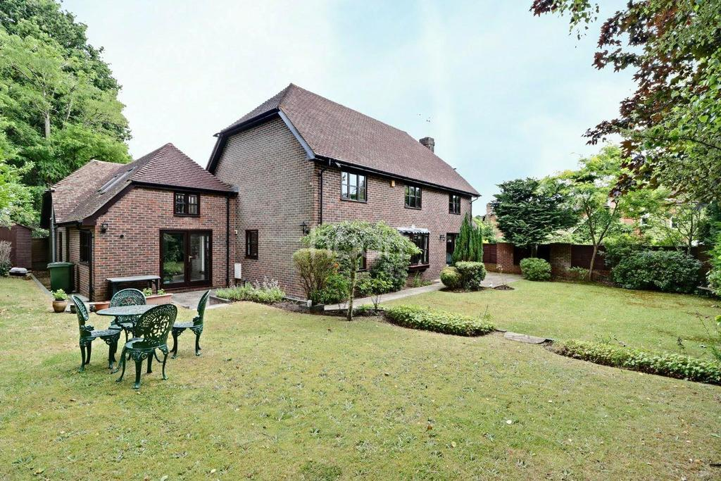 6 Bedrooms Detached House for sale in Curtis Close, Headley Village