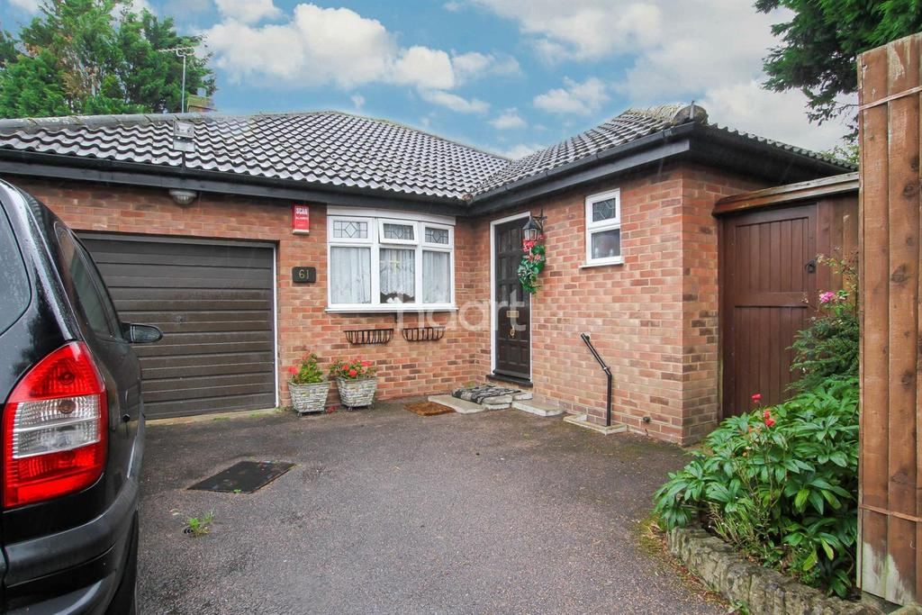 3 Bedrooms Bungalow for sale in Fieldgate Road