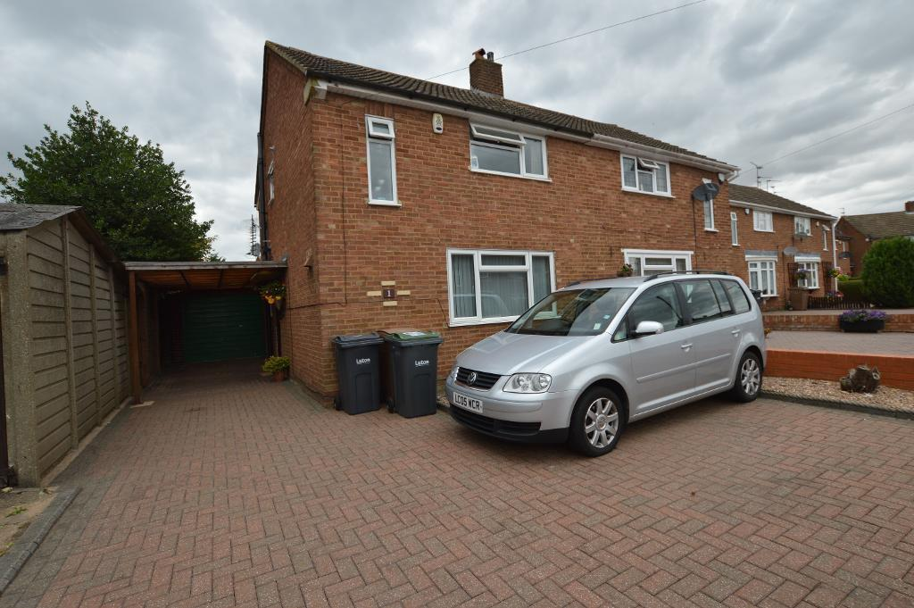 3 Bedrooms Semi Detached House for sale in Maulden Close, Luton, LU2 9HW