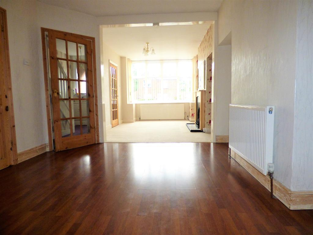 3 Bedrooms Semi Detached House for rent in Putteridge Road, Luton, Bedfordshire, LU2 8HQ