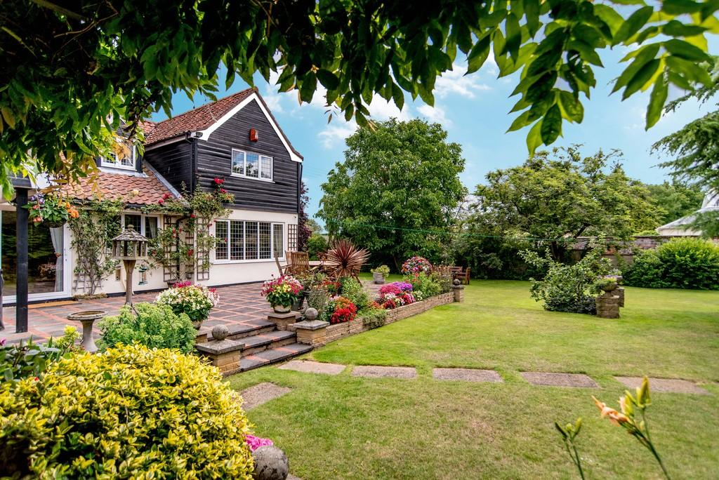 5 Bedrooms Detached House for sale in The Hill, St. James