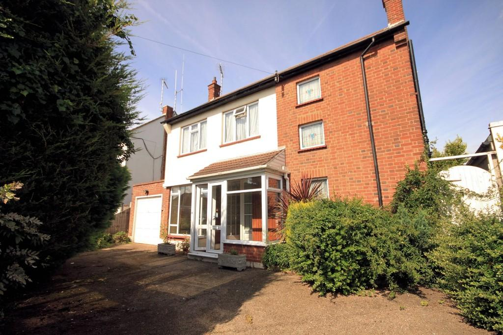 3 Bedrooms Detached House for sale in Marcus Avenue, THORPE BAY