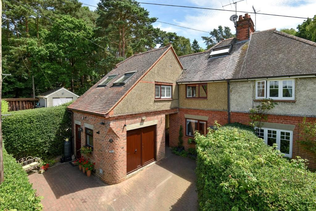 4 Bedrooms House for sale in Burnt Hill Road, Farnham