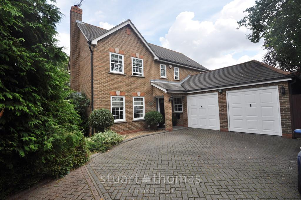 4 Bedrooms Detached House for sale in Five Oaks, Thundersley