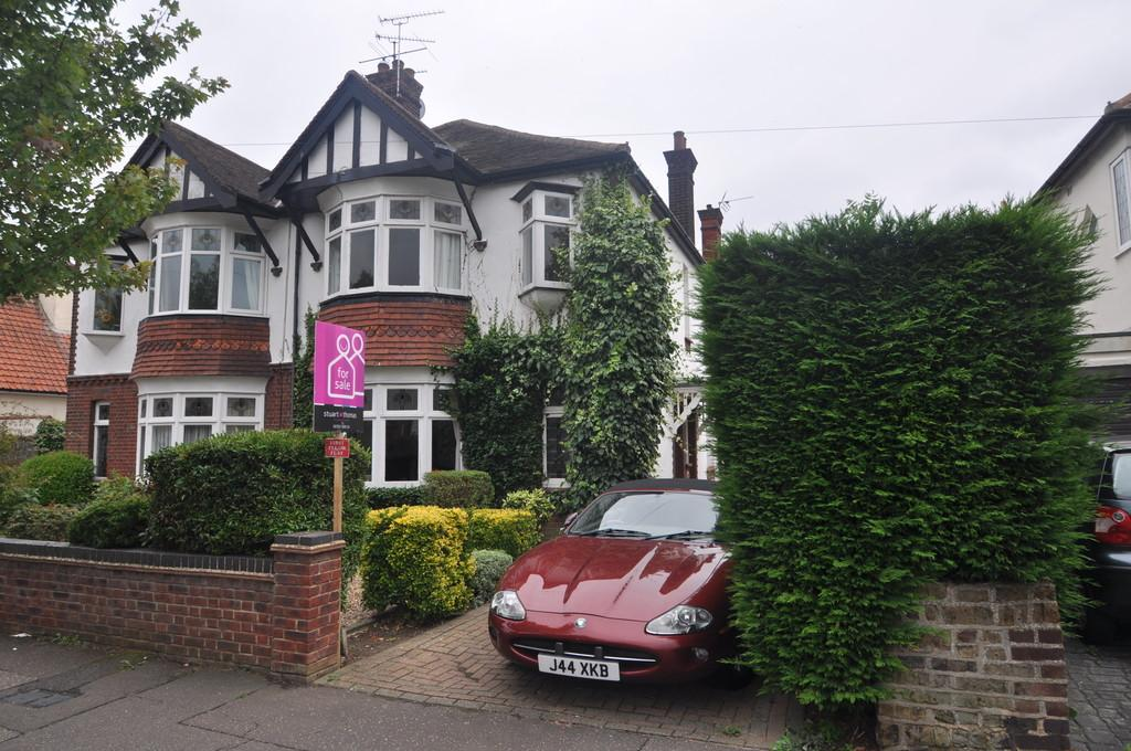 2 Bedrooms Apartment Flat for sale in Western Road, Leigh-on-Sea