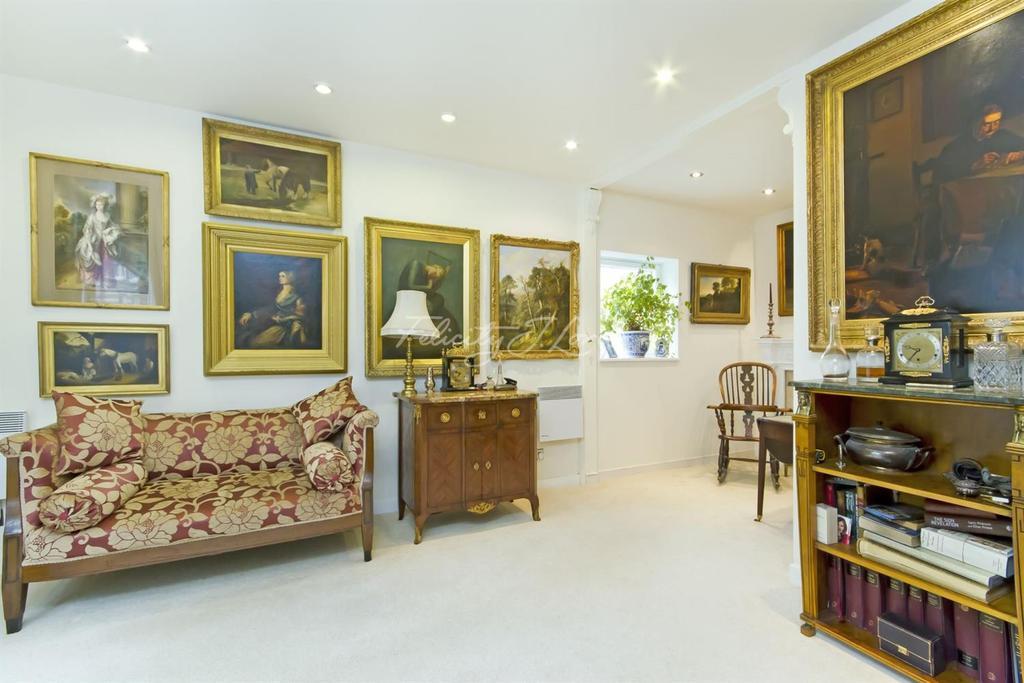 2 Bedrooms Flat for sale in Rosebery Avenue, EC1R