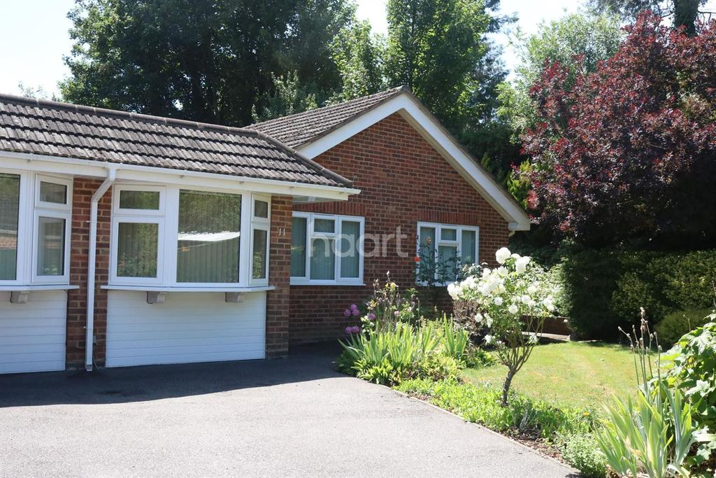 4 Bedrooms Bungalow for sale in Burnham, Berkshire