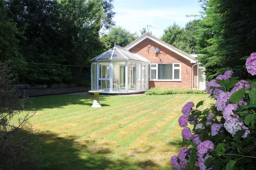 4 Bedrooms Bungalow for sale in Burnham, Berkshire