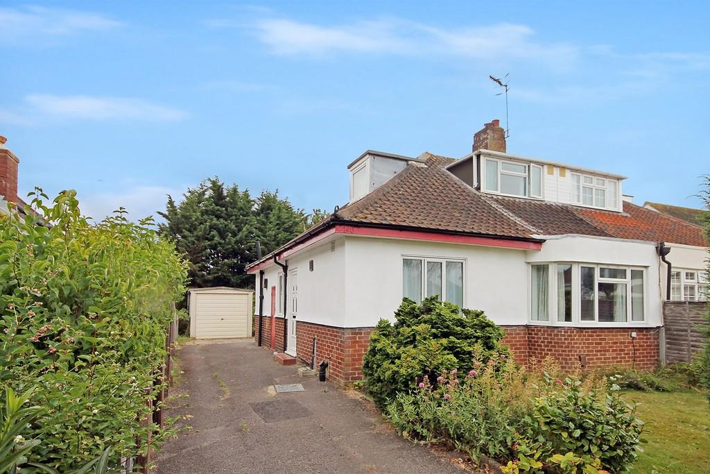 3 Bedrooms Semi Detached Bungalow for sale in Ardingly Drive, Goring BN12 4TP