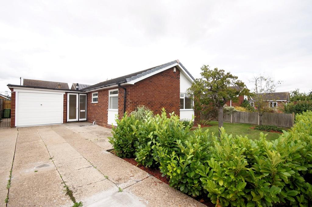 3 Bedrooms Detached Bungalow for sale in Elm Close, Saxilby, Lincoln