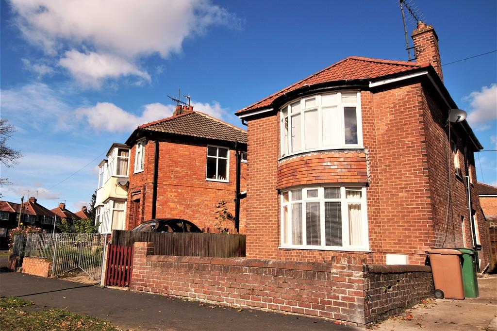 3 Bedrooms Detached House for sale in Queensgate, Bridlington