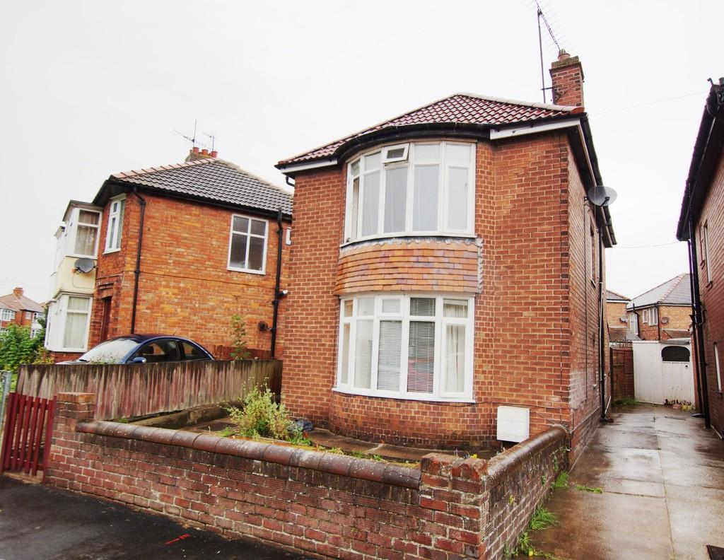 3 Bedrooms Detached House for sale in 89 Queensgate, Bridlington