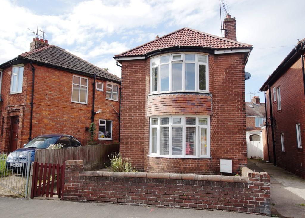 3 Bedrooms Detached House for sale in Queensgate, Bridlington