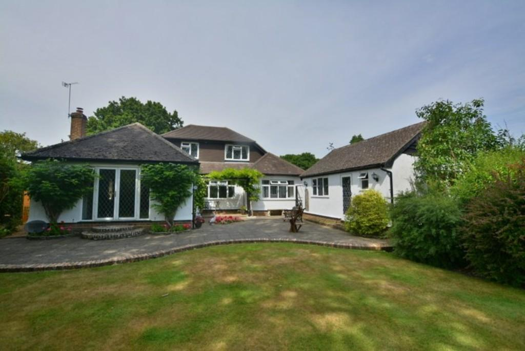 4 Bedrooms Detached Bungalow for sale in Glendale Avenue, Ferndown