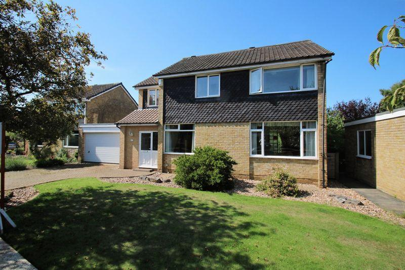 4 Bedrooms Detached House for sale in Friarswood Close, Yarm TS15 9JG