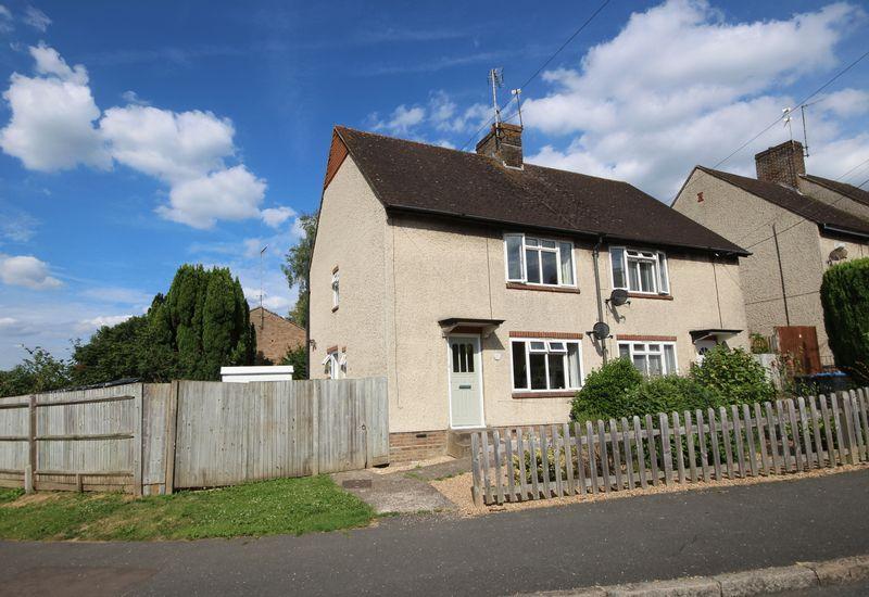 3 Bedrooms Semi Detached House for sale in Little Bentswood, Haywards Heath