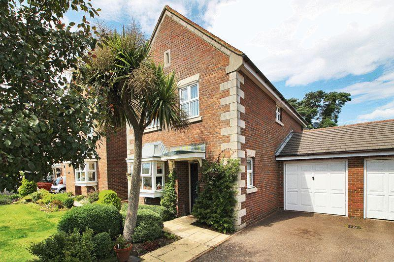 3 Bedrooms House for sale in Windlesham Close, Crowborough, East Sussex
