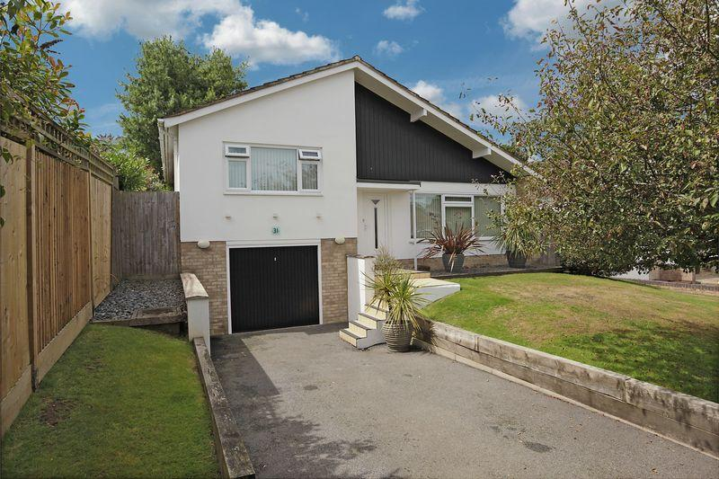 2 Bedrooms Detached House for sale in Hookswood Close, Crowborough, East Sussex