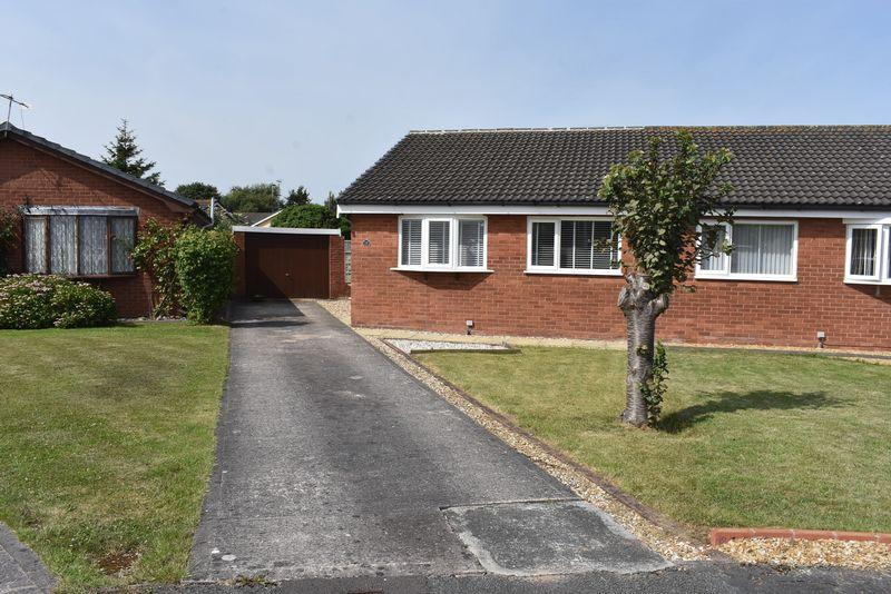 2 Bedrooms Semi Detached Bungalow for sale in Lyndon Drive, Kinmel Bay