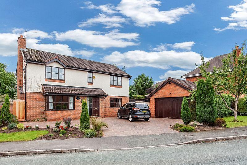 4 Bedrooms Detached House for sale in Henshall Hall Drive, Mossley, Congleton