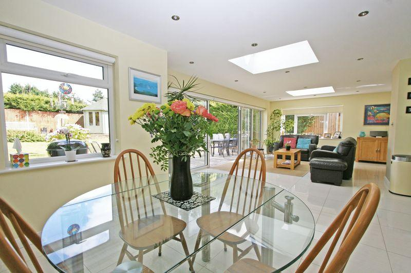 4 Bedrooms Detached House for sale in Long Close, Farnham Common, Buckinghamshire SL2