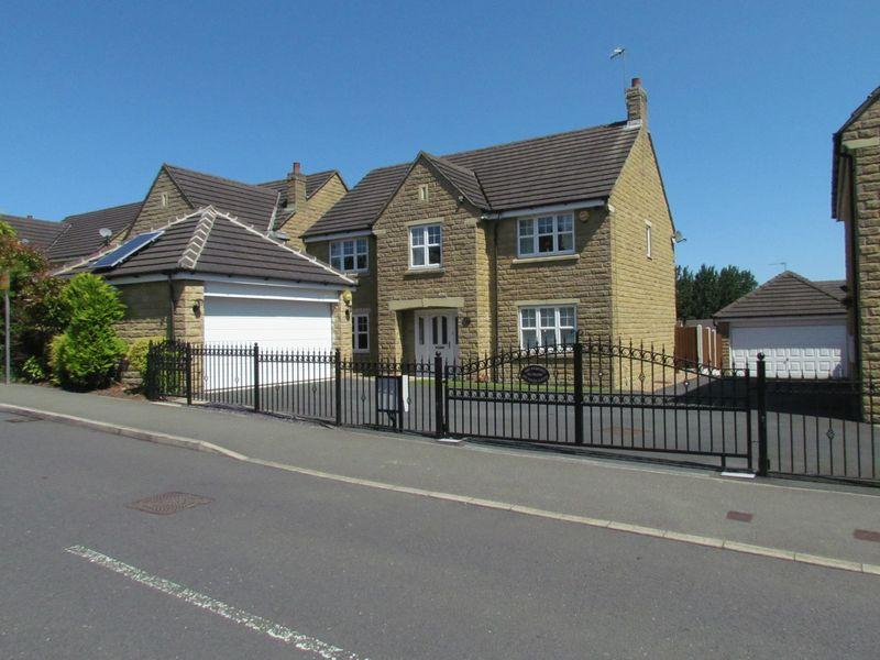 4 Bedrooms Detached House for sale in Lysander Way, Cottingley