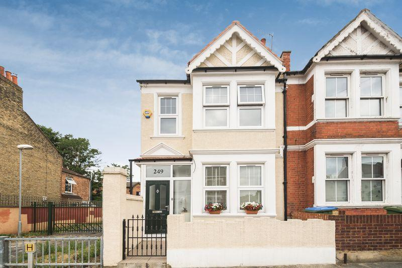 4 Bedrooms End Of Terrace House for sale in Eastcombe Avenue, Charlton