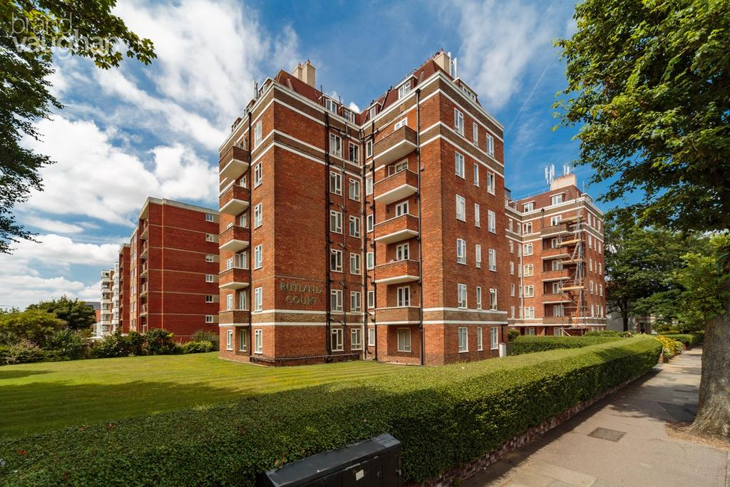 3 Bedrooms Flat for sale in New Church Road, Hove, BN3