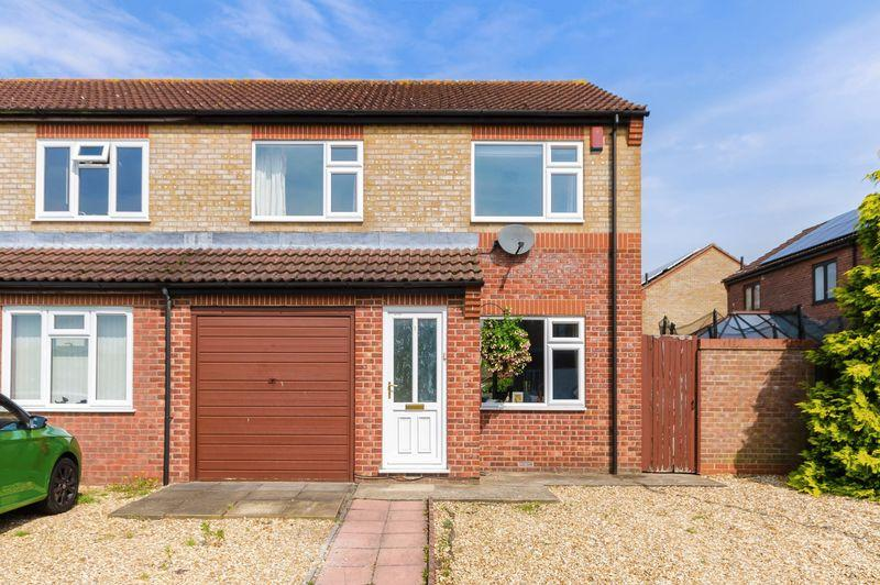 3 Bedrooms Semi Detached House for sale in Banovallum Gardens, Horncastle