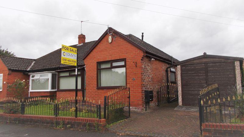 2 Bedrooms Bungalow for sale in Willows Drive, Manchester
