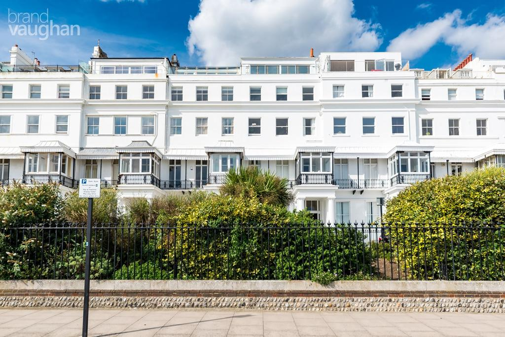 3 Bedrooms Apartment Flat for sale in Chichester Terrace, Brighton, BN2