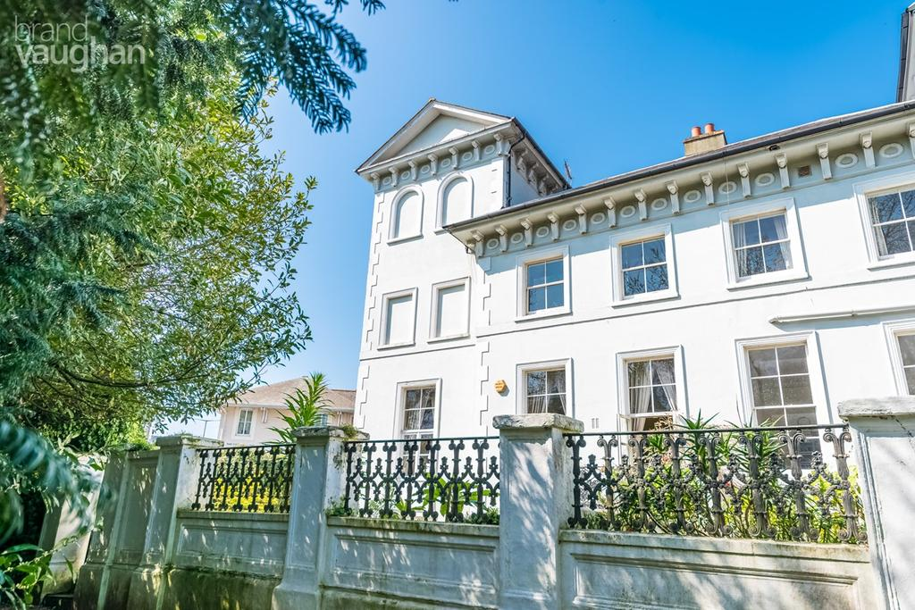 6 Bedrooms End Of Terrace House for sale in Park Crescent , Brighton, BN2