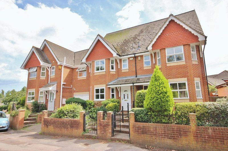 3 Bedrooms Town House for sale in Old Bridge Road, Iford, Bournemouth