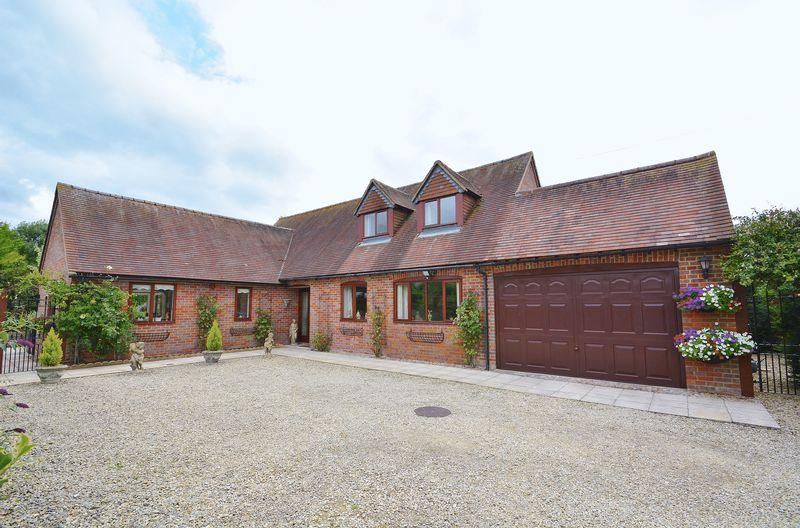 3 Bedrooms Detached House for sale in Lewknor