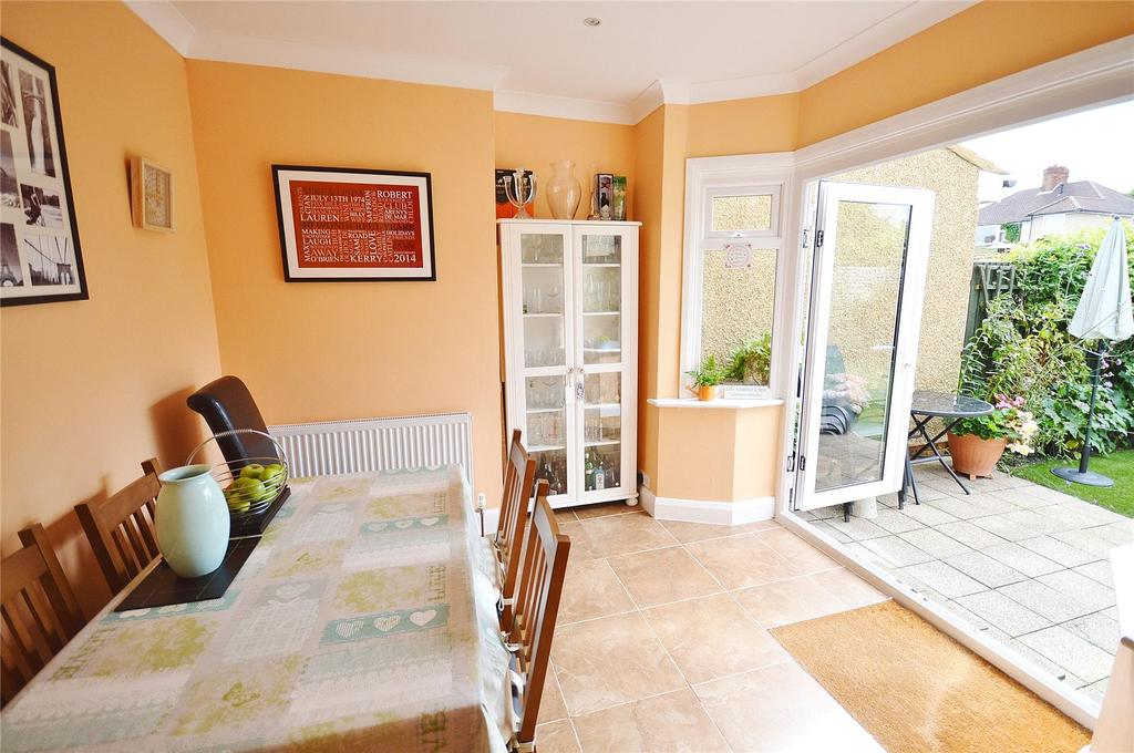 4 Bedrooms Semi Detached House for sale in Meadow Road, Garston, Hertfordshire, WD25
