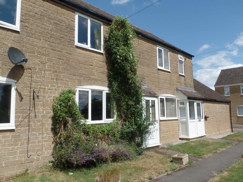 2 Bedrooms House for sale in The Green, BANBURY, OX15