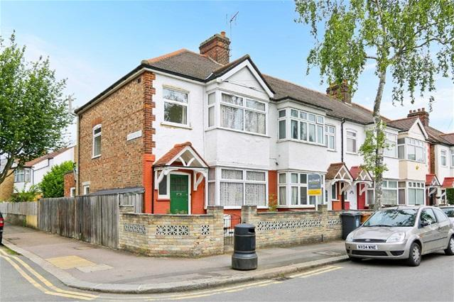 3 Bedrooms House for sale in Brookscroft Road, Walthamstow