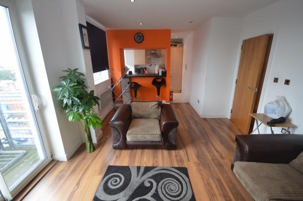 2 Bedrooms Flat for sale in The Pinnacle High Road, Chadwell Heath, Romford, RM6