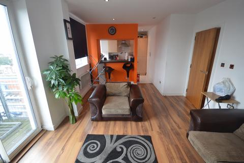 2 bedroom flat for sale - High Road, Chadwell Heath, Romford, RM6