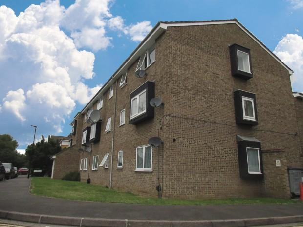 2 Bedrooms Flat for sale in Old Park Mews, Hounslow, TW5