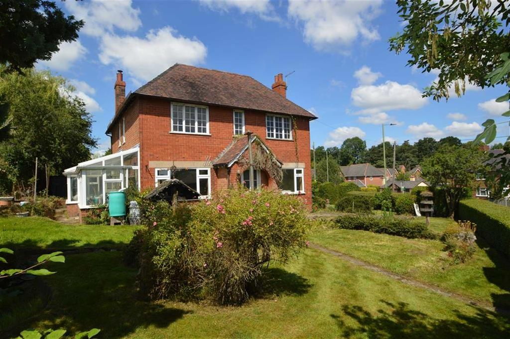 3 Bedrooms Detached House for sale in Laburnum House, Holyhead Road, Montford Bridge, SY4