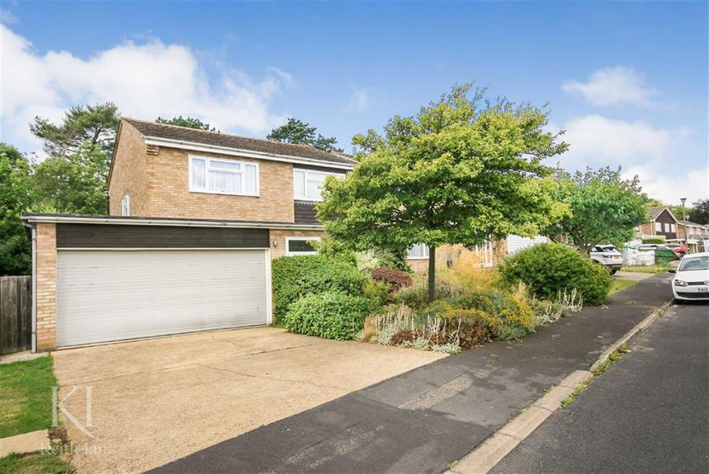 4 Bedrooms Detached House for sale in The Oval, Broxbourne