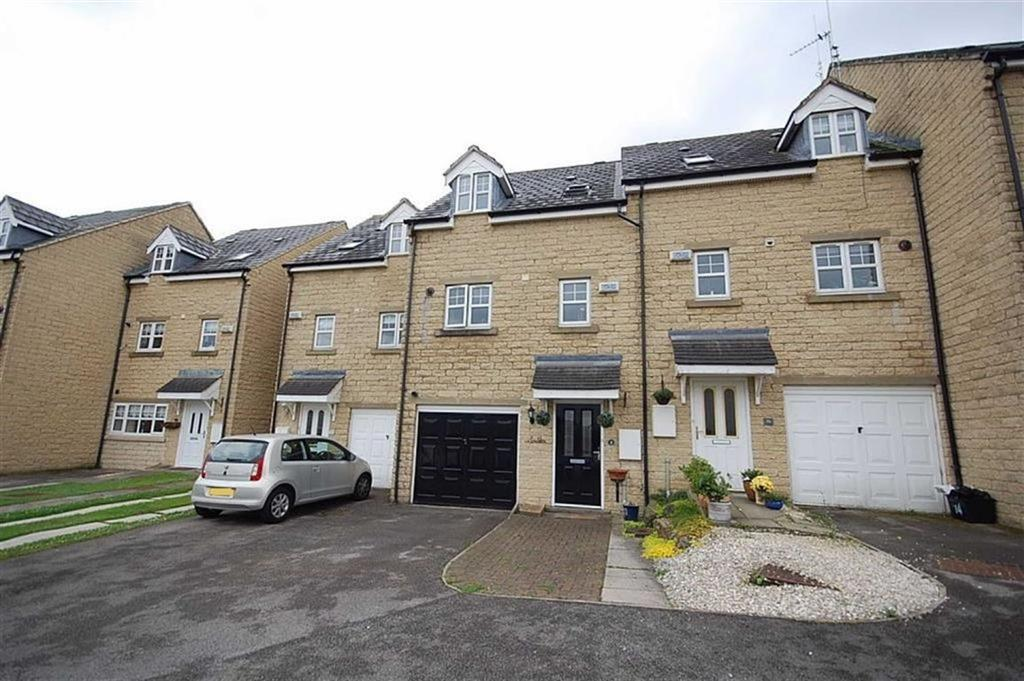 3 Bedrooms Town House for sale in High Bank Close, Lower Edge, Elland, HX5
